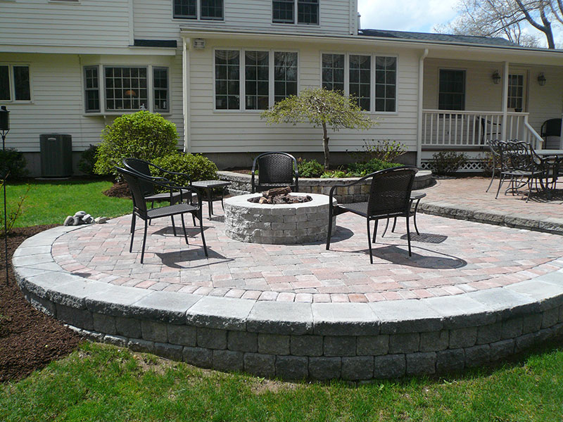 landscaping-patio-with-firepit